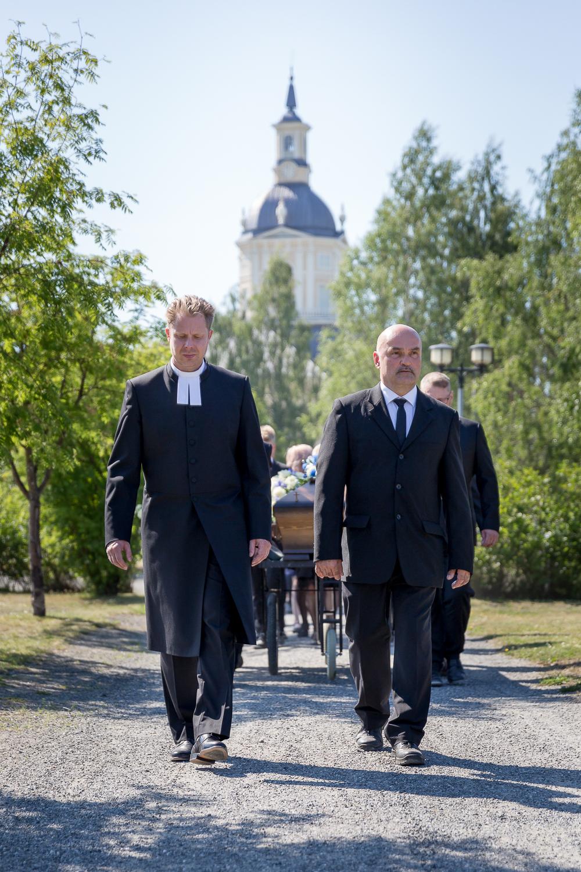 Kuvavuorinen_hautajaiskuvia_14