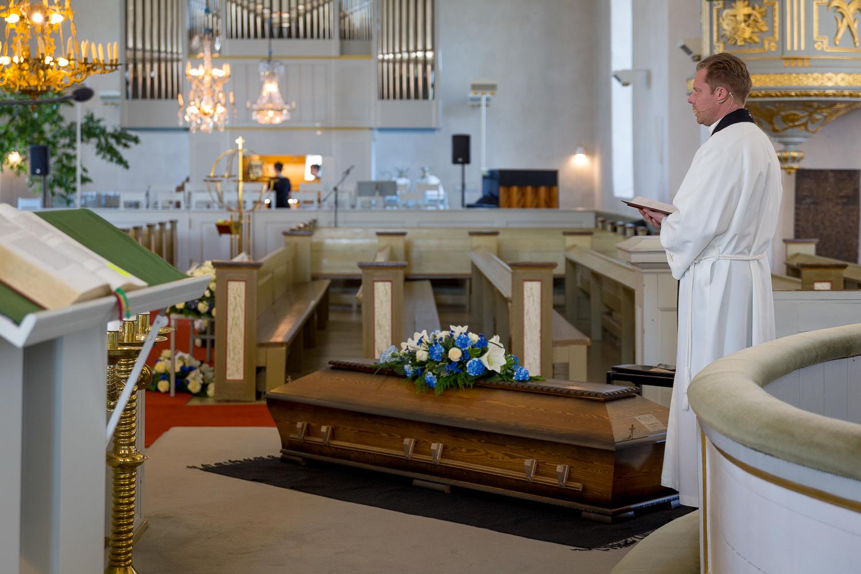 Kuvavuorinen_hautajaiskuvia_16